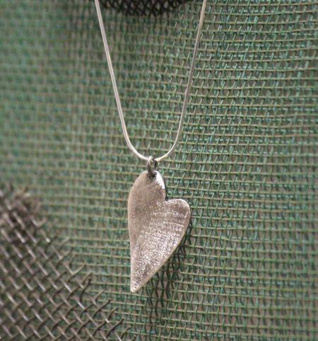 gümüş dokulu kalp kolye