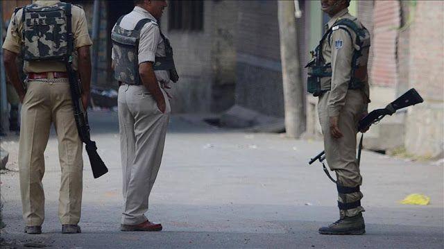 """11 preman pelindung Sapi ditangkap  Ilustrasi (AA)  Polisi menahan 11 anggota kelompok """"preman"""" Senin (24/4) yang jadi pelaku penyerangan keluarga suku nomaden Muslim. Kelompok itu melakukan serangan terhadap satu keluarga karena memelihara Sapi. Serangan dilakukan terhadap seluruh anggota keluarga termasuk gadis berusia 9 tahun. Bagi agama Hindu Sapi dianggap sebagai hewan suci yang harus dihormati.Penyembelihan Sapi dianggap ilegal. Bahkan negara bagian Gujarat tengah memberlakukan hukuman…"""