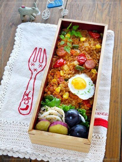 MENU ・BBQソースのジャンバラヤ風チャーハン ・蓮根のアーモンド和え ・目玉焼き ・さつま芋の素揚げ ・巨峰