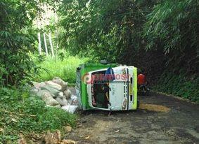 Selamet Selamat dari Kecelakaan Truk Terguling - http://denpostnews.com/2017/04/21/selamet-selamat-dari-kecelakaan-truk-terguling/