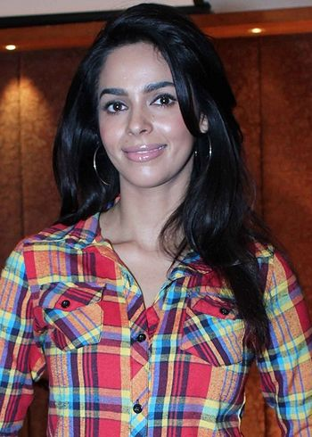 Mallika Sherawat Lands Into Legal Trouble Young