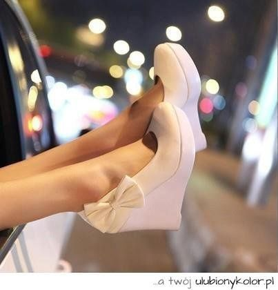 and suddenly someone goes down the sidewalk and takes off your boots :) #fashion #shoes