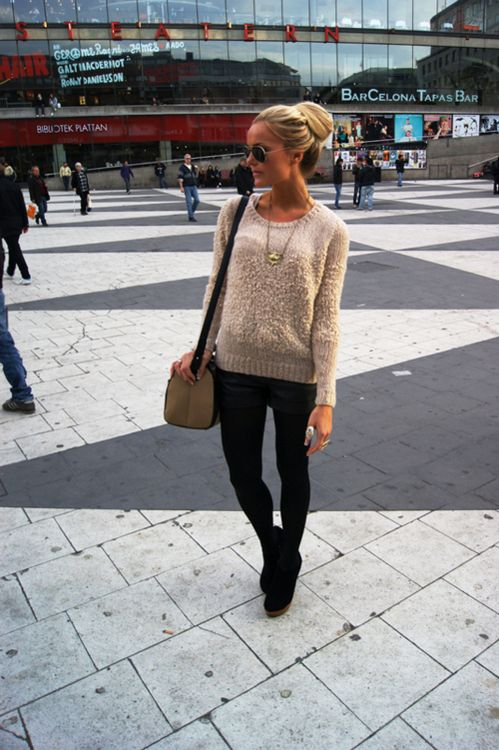 .I love this look.Leather Shorts, Sweaters, Fashion, Clothing, Street Style, Colors Combinations, Travel Outfit, Black Jeans, Women Jeans