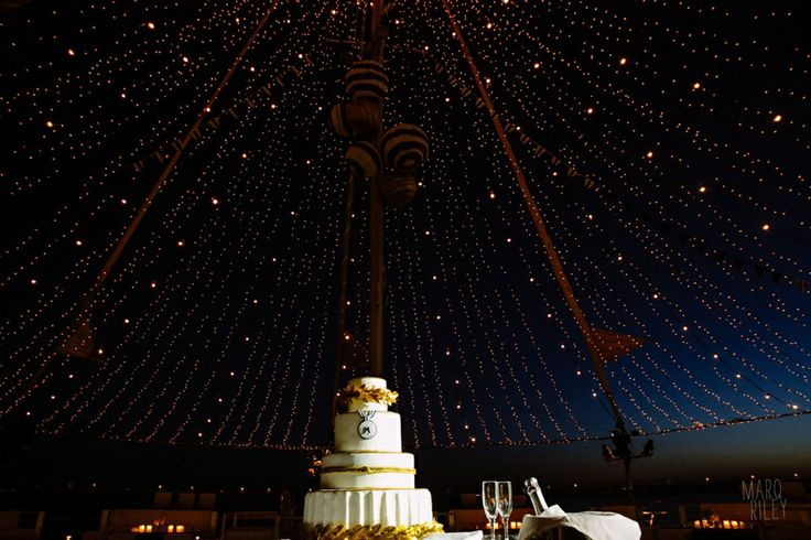 Magical atmosphere...A thousand lights and an incredible wedding cake!