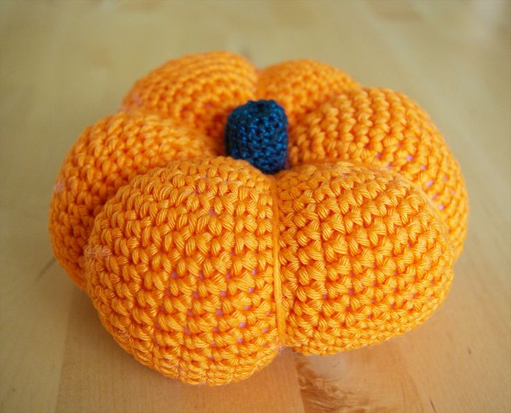 Kürbis häkeln Anleitung kostenlos Amigurumi Halloween Herbst