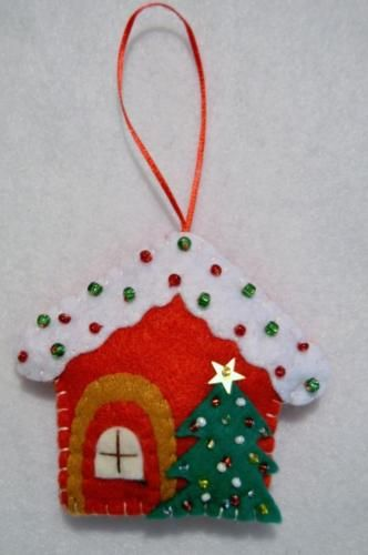 HAND-CRAFTED-3-034-BEADED-FELT-GINGERBREAD-HOUSE-W-TREE-CHRISTMAS-ORNAMENT