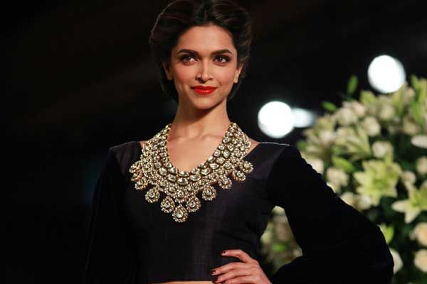 Deepika Padukone Delhi Couture Week 2013