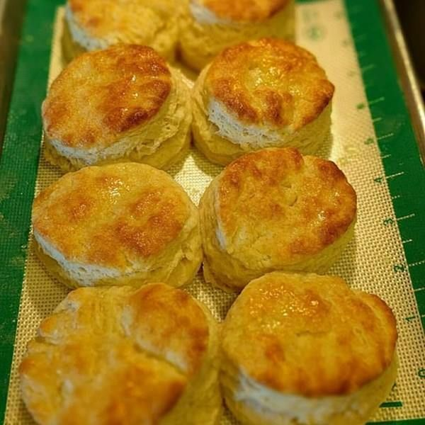 KENTUCKY BISCUITS :http://recipescool.com/kentucky-biscuits-4/
