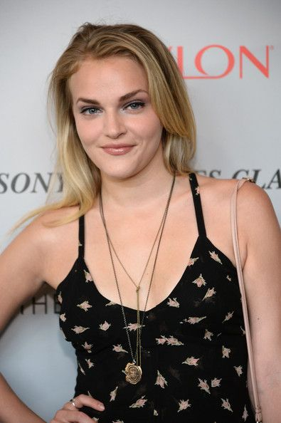 Madeline Brewer dress - Google-Suche