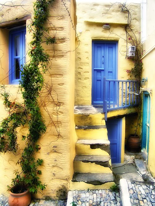 What magic little life could I live up those steps and behind that blue door?  My yellow walls would wake me up every morning, and my blue door would invite me in for exotic tea and sleep on a soft fluffy bed.  My dreams would be sweet, and my cat would always purr.