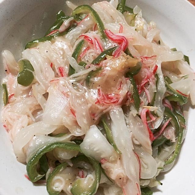 味付けは鶏ガラと塩胡椒です。 - 8件のもぐもぐ - 白菜の芯・ピーマン・カニカマの中華風炒め by kanamumama