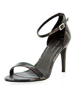 Chaussures vertes à talons, brides de cheville et imprimé camouflage   New Look 24.99