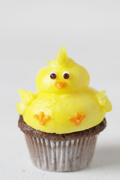 Gorgeous Baby Chick Cupcakes! from the very talented -  http://iambaker.net