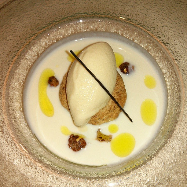 Sopa de queso de cabra, avellanas y helado de miel :) Restaurante El Puerto, con estrella Michelín - #saboreandogijon