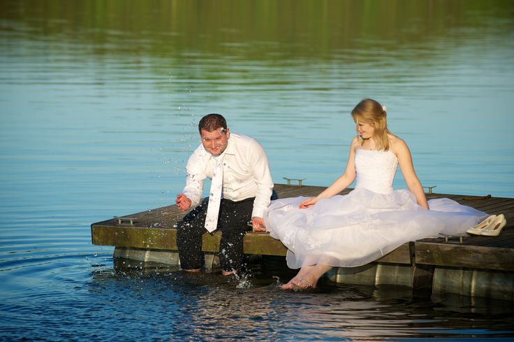 Svatba u jezera  Svatební obřad pro Vás můžeme připravit v hotelové zahradě, na břehu jezera, na pláži, na terase či na parníku...   Více zde: http://www.hotelport.cz/firmy-a-skupiny/svatby-rauty-vecirky.html — v Hotel Port u Máchova jezera.