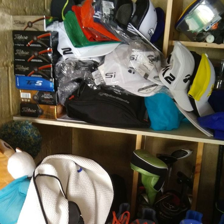 Hat game on point..not sure how that Srixon cap belonging to Hideki Matsuyama got in there  #golf #caddie #loopinlife