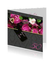 stijlvolle jubileum uitnodigingen 50-jaar getrouwd met roze rozen en zwart motief.