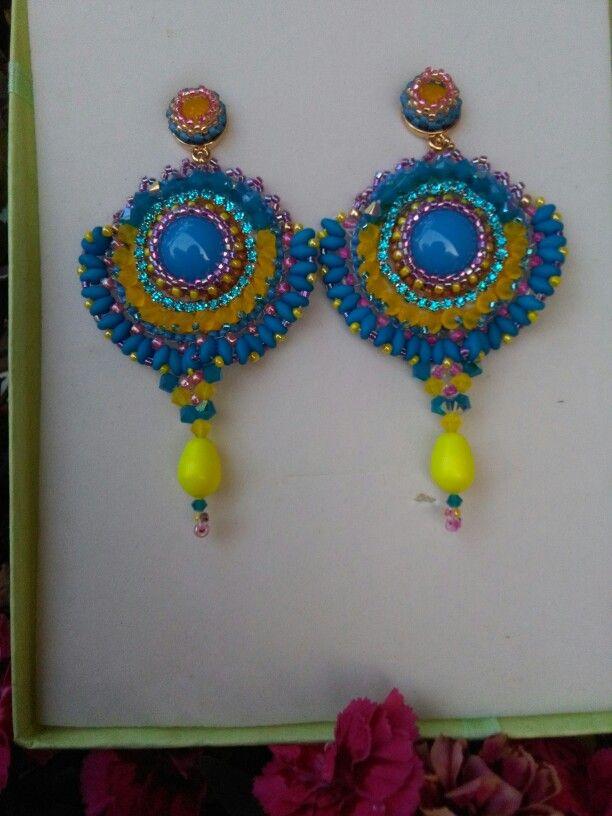 Gioielli in embroidery nei colori del giallo e dell'azzurro#gioielli colorati#gioielli italiani#swarovski#embroidery#handemade