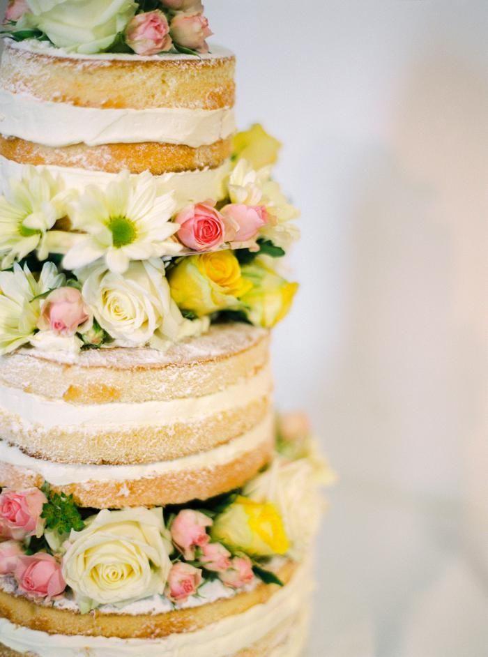 Hochzeit Auf Burg Crass | Friedatheres.com yellow naked cake with flowers Fotos: Katja Scherle Kleid: Cymbeline gekauft bei SIÖDAM Location: Burg Crass Blumen: Grob Floraldesign Papeterie: Papierhimmel