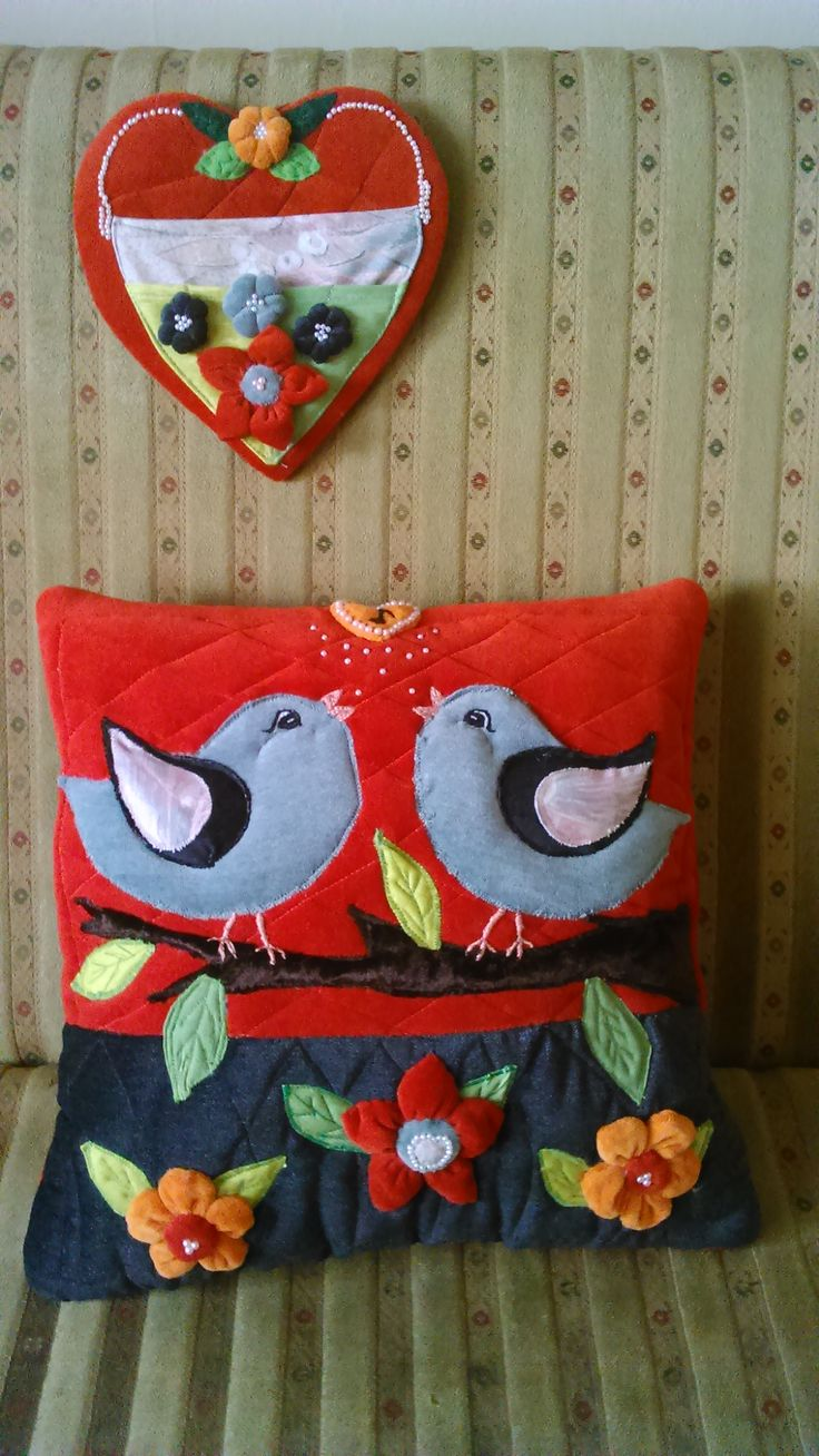 Just finished this  handmade set for my Mom. A cushion and hanging organizer. By Alina Wodzińska