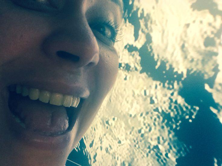 +1er selfie de l'espace+  J étais dans la capsule Philae! Espère prouver que la connerie humaine n est pas à chercher en dehors de notre planète ... Qu'elle est bien en chacun de nous! :)