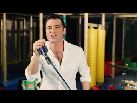 Aussie country music star Adam Brand