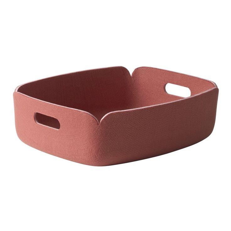"""Restore Round förvaringskorg från Muuto. Mika Tolvanen om designen: """"Jag ville att korgen skulle att ha en icke-störande karaktär. Det är en stor liten korg för förvaring av tidningar och andra prylar. Polymerfilt kombinerat med en mjuk form ger korgen ett vänligt utseende. Namnet Restore är inspirerat av det faktum att korgarna är tillverkade av återvunna PET-flaskor.""""Restore finns även med högre kanteroch i rund form."""