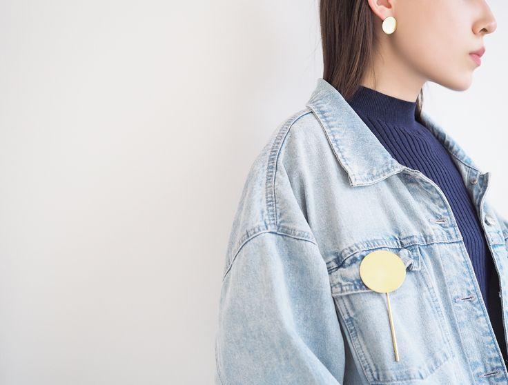 O - Mirror Disk Pin #bingwjewellery #design #modern #minimalist #simple #handcraft #oversized #statement #jewelry #brass #disk #gold #pin #studs #fashion #accessories