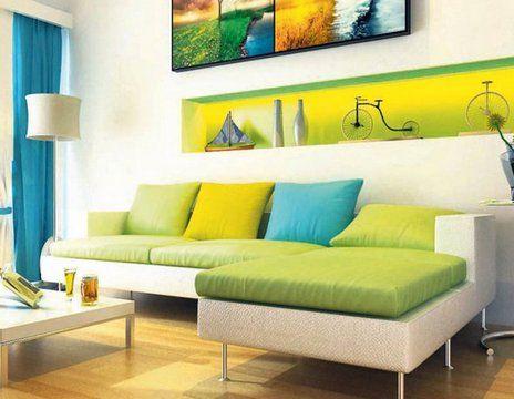 Два плюс один. Для декора могут быть использованы подушки двух цветов, составляющих в комплексе третий цвет, соответствующий цвету фона. Например, на зеленый диван можно положить подушки голубого и желтого цвета, а на фиолетовое кресло — синего и красного. Этот вариант предпочтителен для тех, кто любит яркие, жизнерадостные интерьеры.