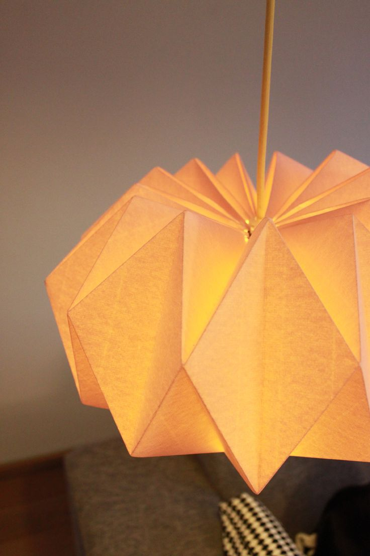 DIY paper lamp http://work-and-process.blogspot.nl/2012/11/weekend-diy-origami-lampenkap.html #paper_folding #craft #lighting #origami