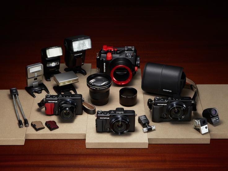 XZ-2 jest aparatem, którego szukali zarówno profesjonaliści, jak i entuzjaści fotografii – to lekkiej konstrukcji hybryda, która łączy w sobie optyczną doskonałość z funkcjonalnością lustrzanki.Dostępny jest w czarnej wersji kolorystycznej.