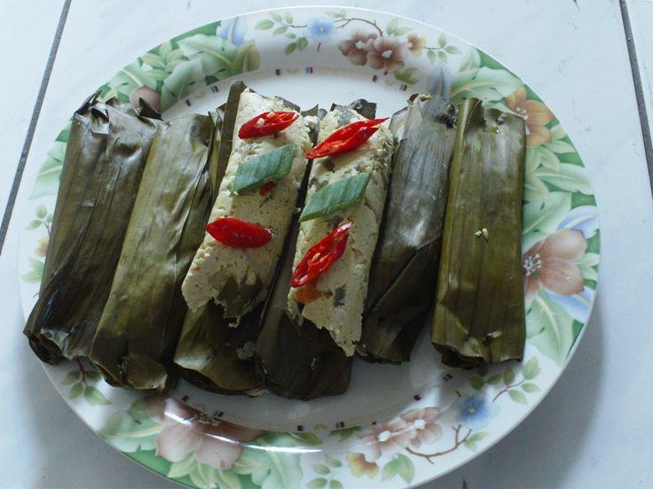 Resep Pepes Jamur Tiram tahu citarasa pedas  http://www.sambarafood.com/2015/11/resep-pepes-jamur-tiram-tahu-citarasa-pedas.html