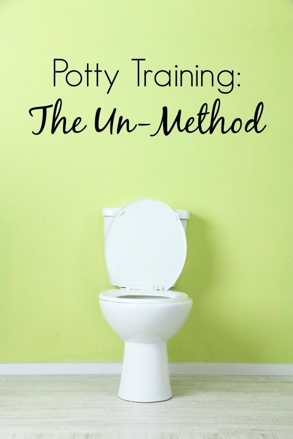 Forget potty training in three days, potty training tips and fool-proof potty training methods. Want some real parenting advice? Try the potty training un-method. I swear by it because it's easy enough for lazy me. | life hacks | parenting hacks | baby boy | baby girl