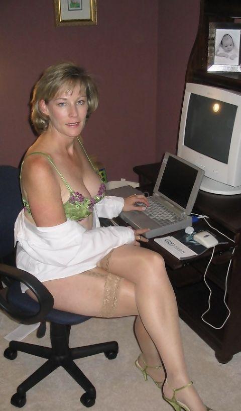 Hot Mature Naked Moms