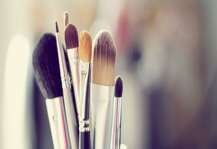 How To Use Make Up Brushes? Check more at http://www.decorationandfashion.net/use-make-brushes/