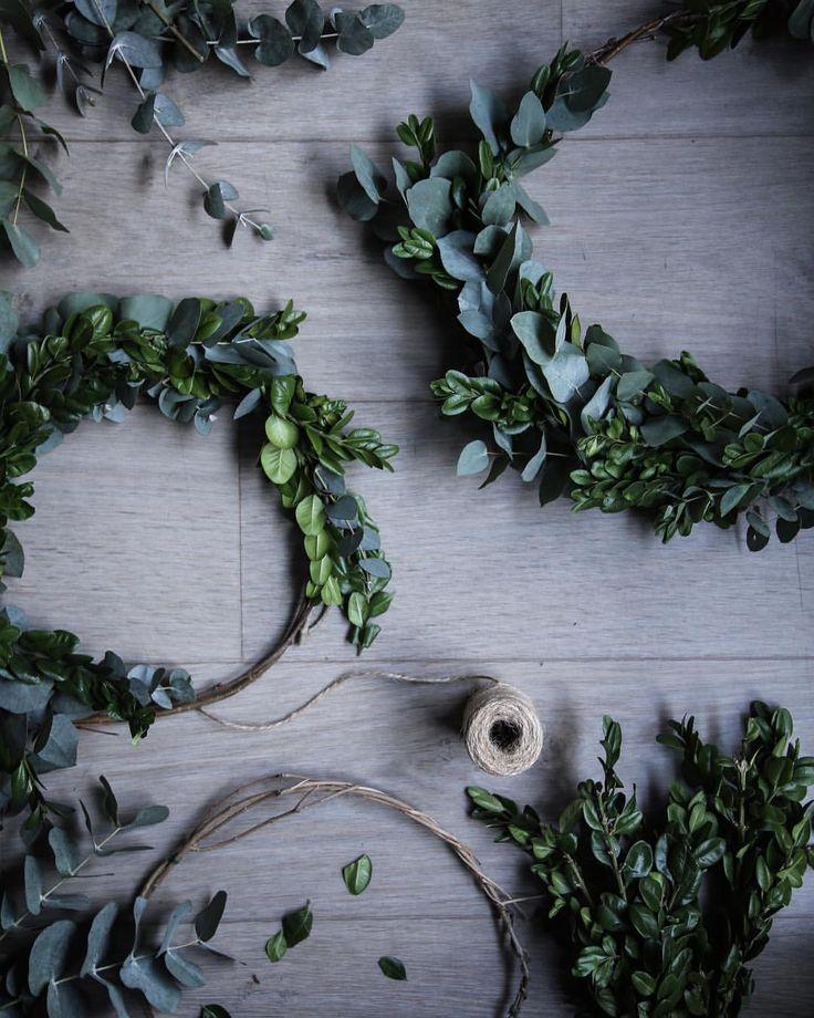 """1,085 gilla-markeringar, 8 kommentarer - Lovely Life (@lovelylife.se) på Instagram: """"Beautiful Christmas wreaths by lovely blogger @annakubel.🌿"""""""