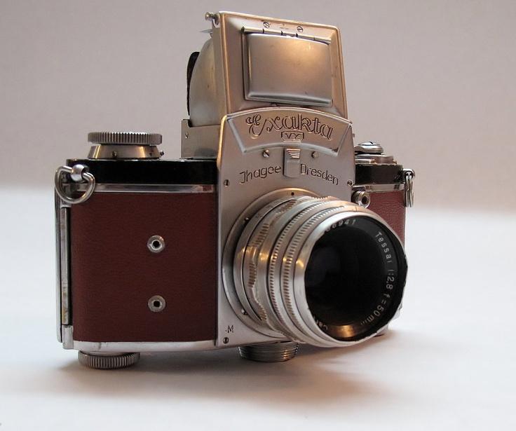 дорогой старый фотоаппарат него
