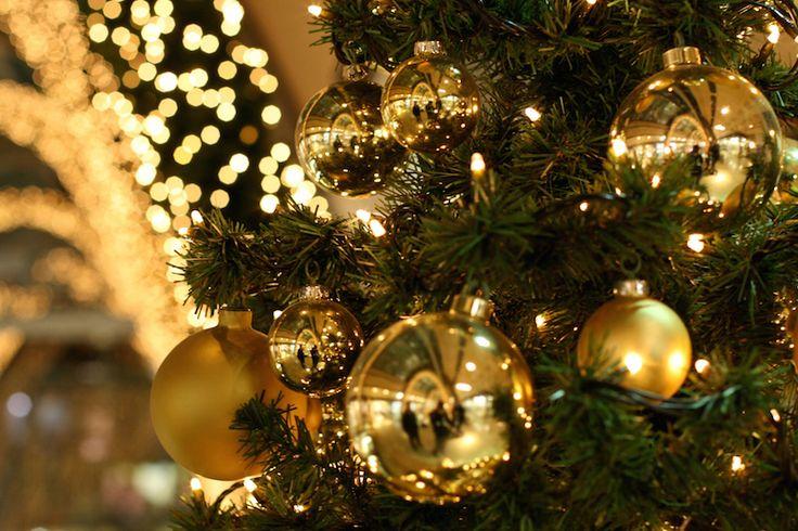 Die ersten Vorbereitungen für die Weihnachtsfeier steht schon wieder vor der Tür. Hier findest du die besten Tipps und Ideen für ein unvergessliches Programm! #weihnachten #christmas #weihnachtsbaum #weihnachtsfeier #ideen #tipps