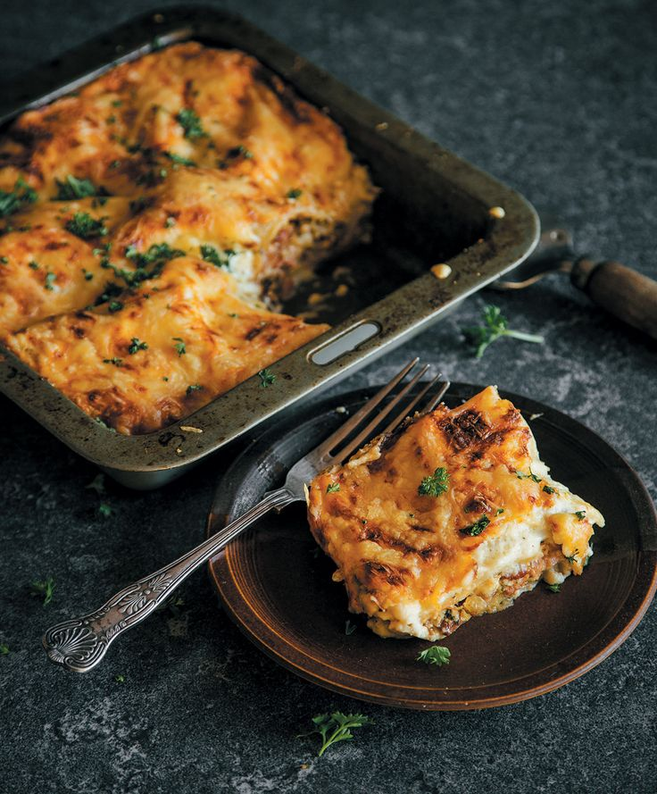 This bacon & egg lasagne is awesome eaten for breakfast, lunch or dinner.
