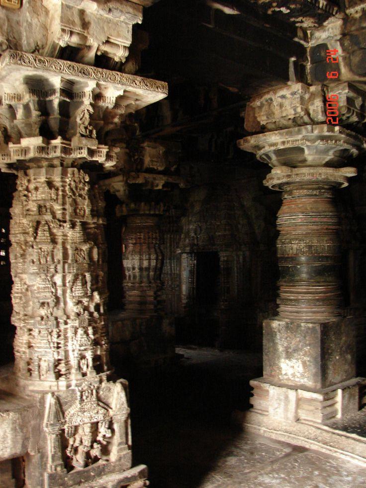 Ornate_pillars_in_the_mantapa_of_Someshvara_temple_at_Haranhalli_4.jpg (1944×2592)