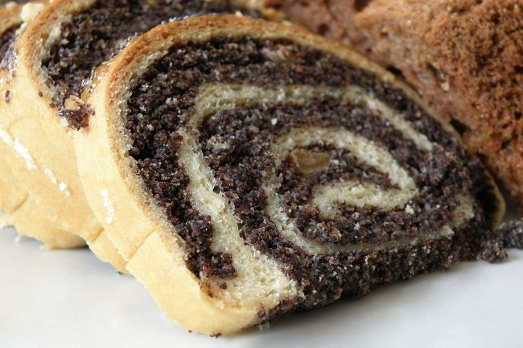This recipe for gluten-free Polish poppy seed roll or makowiec bez glutena is an adaptation of my traditional Polish poppy seed roll by Miriam Pearl.