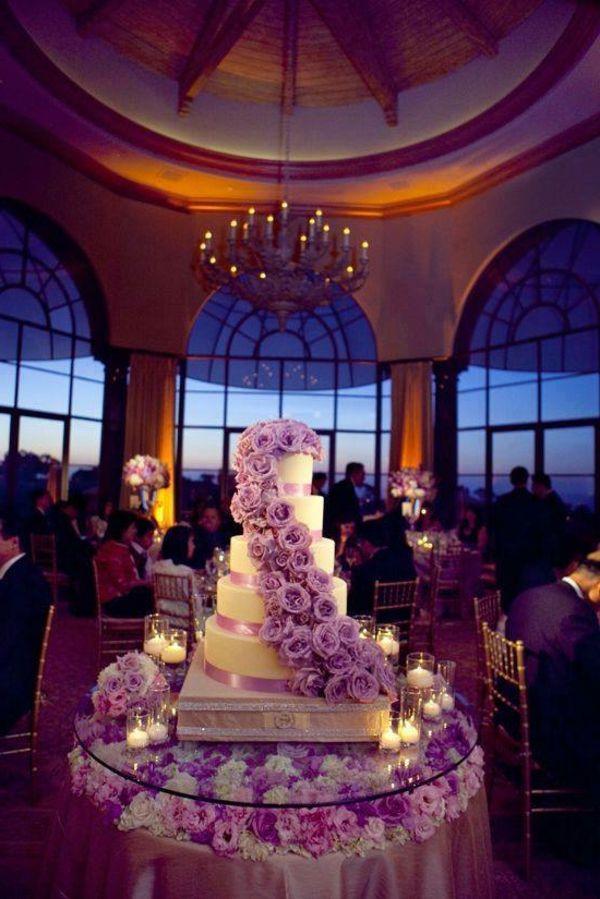 atemberaubende-mehrstöckige-torte-zur-hochzeit