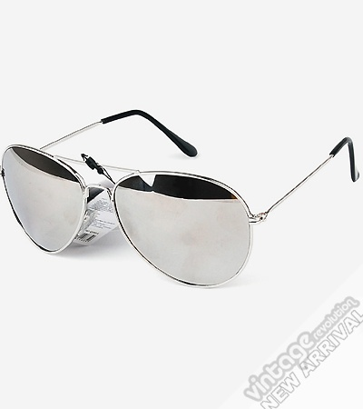 Love these. I think people will be freaked out with their reflection though. #RayBan #Aviators #sunglasses