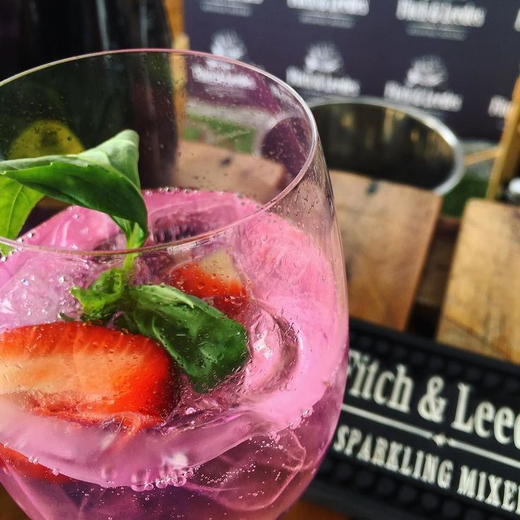 PINK DRINKS | Personally Im a huge fan of the rise of pink drinks and the @fitchleedes Pink Tonic definitely gets the I Love Foodies stamp of approval. Served with fresh strawberries and basil its deliciously refreshing - even without the gin! - Enjoying this amidst Christmas festivities at the @picknpay #PnPChristmas launch at the @vandawaterfront #PnPAGreatSAChristmas