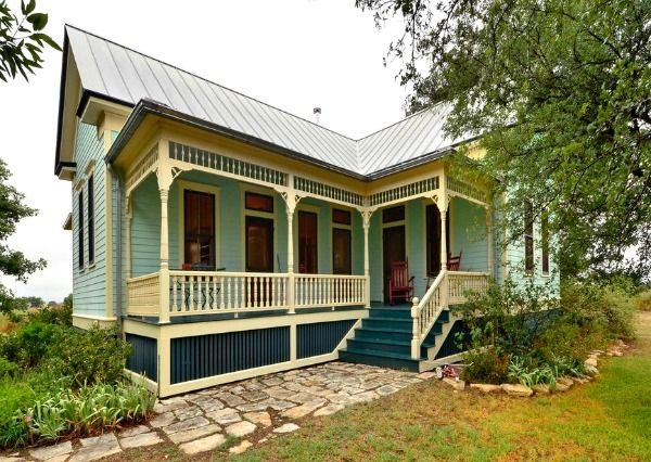 Restored 19th century farmhouse in Texas for sale