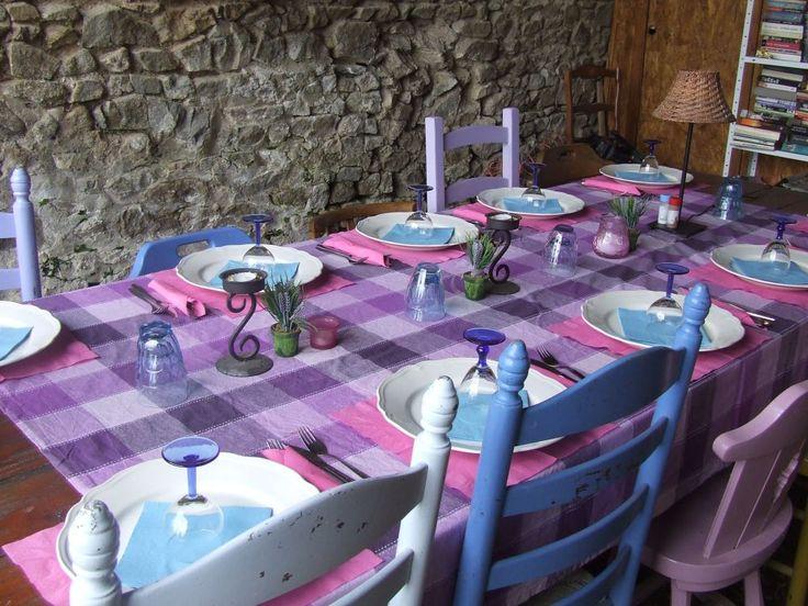 Les Fayes is een heerlijk onbedorven plekje op het Franse platteland, omgeven door weilanden met de witte charolais koeien, veel bos en heuvels, een prachtig zicht op de Puy-de-Dome en het Sancy-berggebied. https://www.facebook.com/groups/807009975986274/