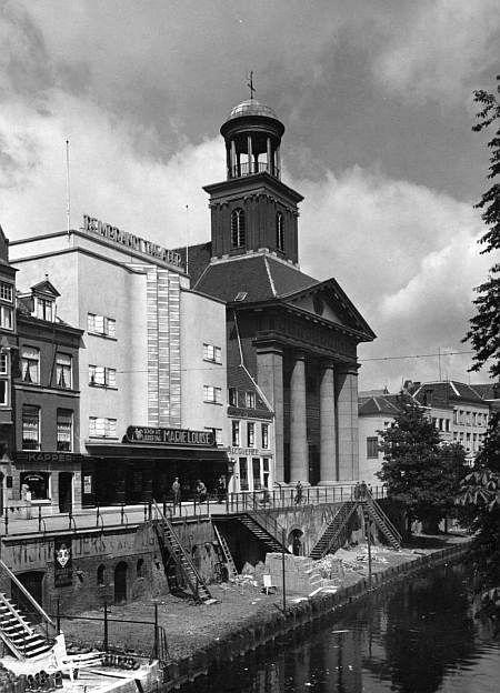 De Oudegracht: Rembrandt Theater.'Marie-Louise' draait. Duitse film uit 1944. Je kan ook eerst naar de kapper toe!