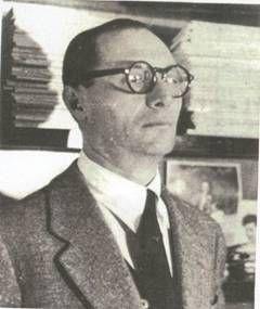Gino Boccasile era nato nel centro di Bari, in via Quintino Sella, il 14 luglio 1901. La famiglia Boccasile era composta da Angelantonio Boccasile, rappresentante di profumi, e dalla moglie Antonia Ficarella. La prima giovinezza dell'artista fu segnata da un terribile episodio, la perdita di un occhio