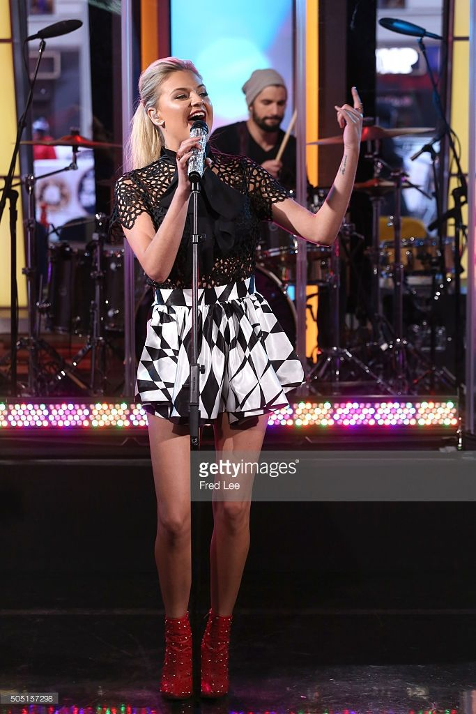 AMERICA - Kelsea Ballerini performs live on 'Good Morning America,' 1/13/16, airing on the ABC Television Network. KELSEA