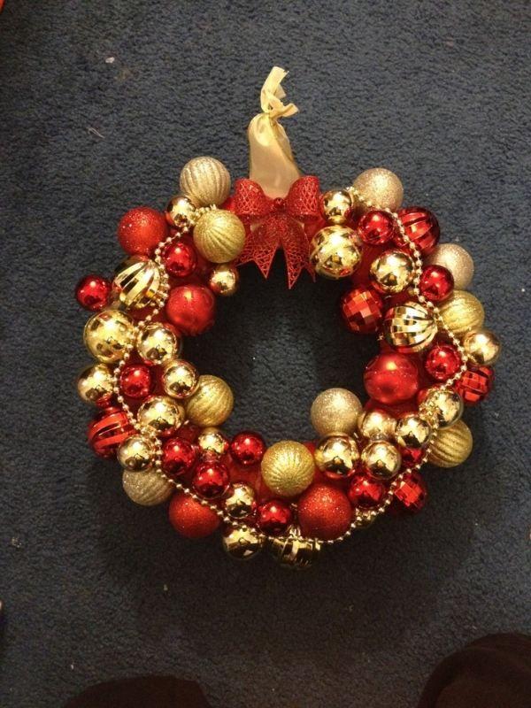 Weihnachtskranz Aufhängen-Tür Deko Christbaumkugeln glänzend-Gold Rot